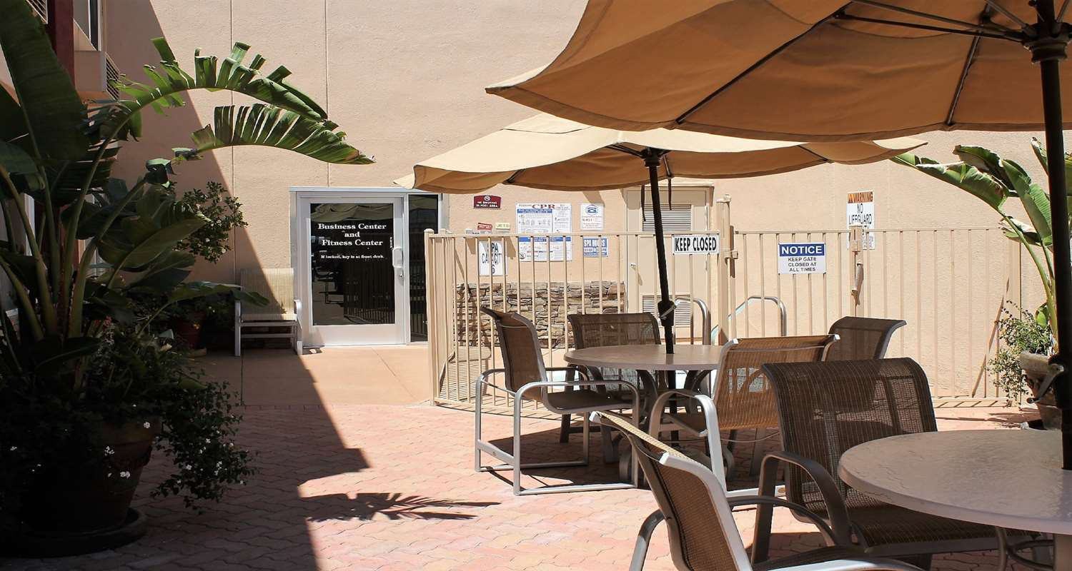 Best Western Canoga Park Patio with tables and umbrellas